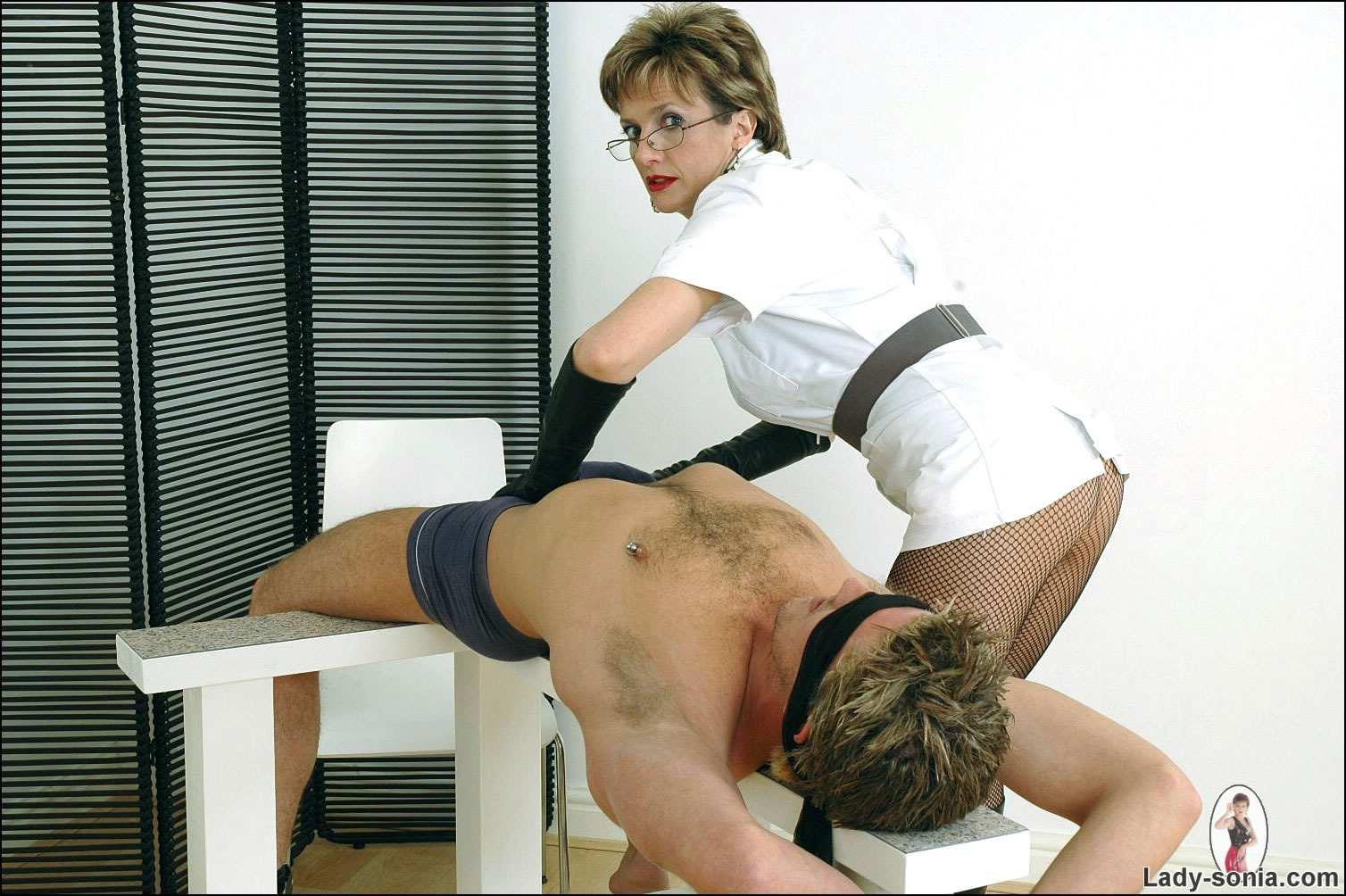 Старые медсестры занимают сексом 2 фотография