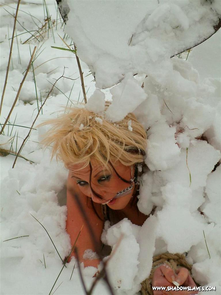 bdsm-snow-torture