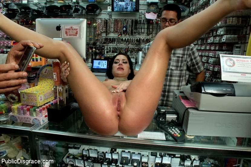Порно онлайн секс акция в магазине