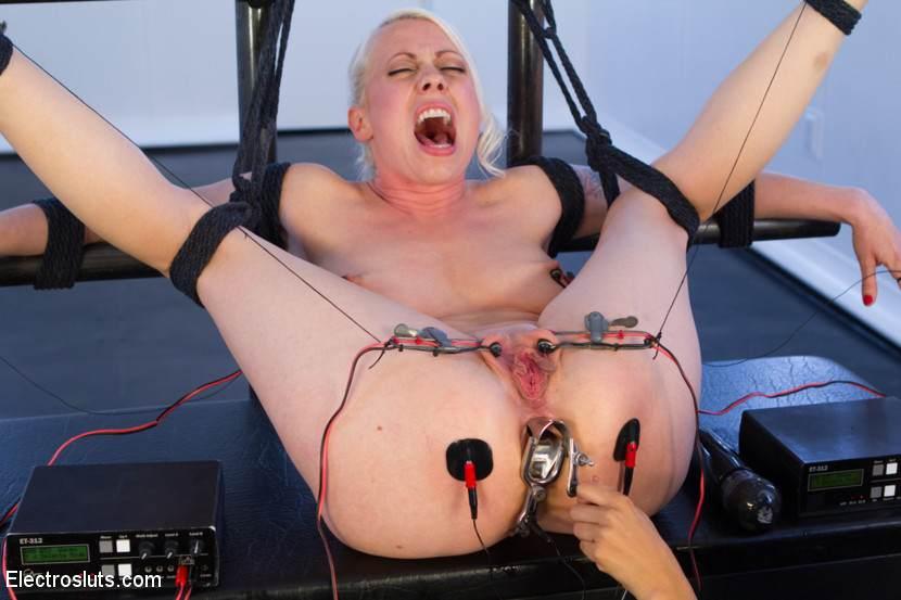 seks-s-elektrostimulyatorom-video