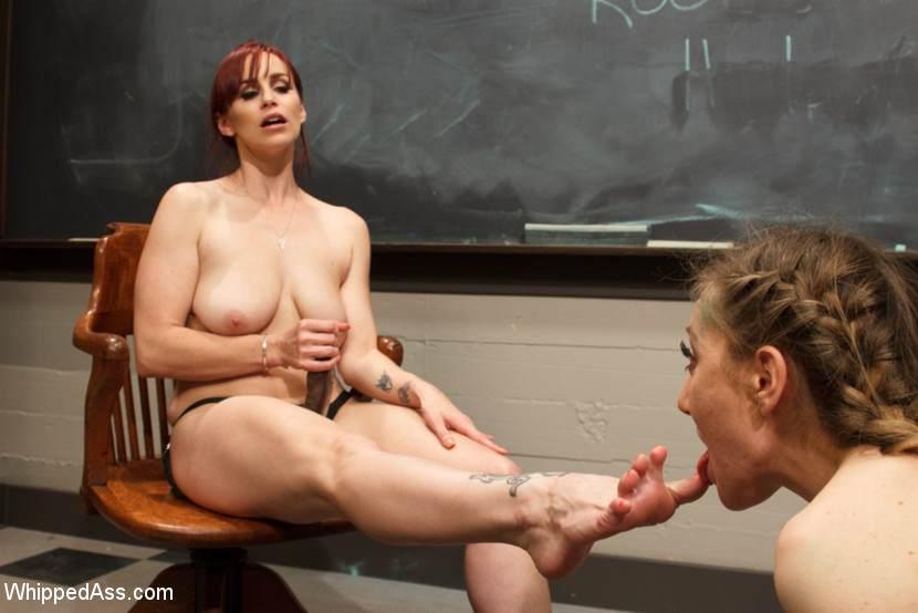 порно лижет двум госпожам