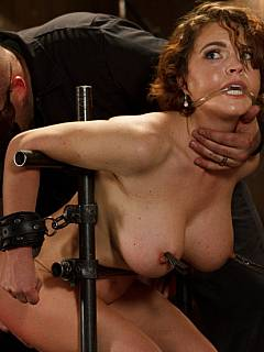 Вечером порно брюнетка изменяет мужу пока тот на работе разделяю Ваше мнение