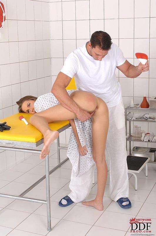 zhenshinu-shupayut-ginekolog