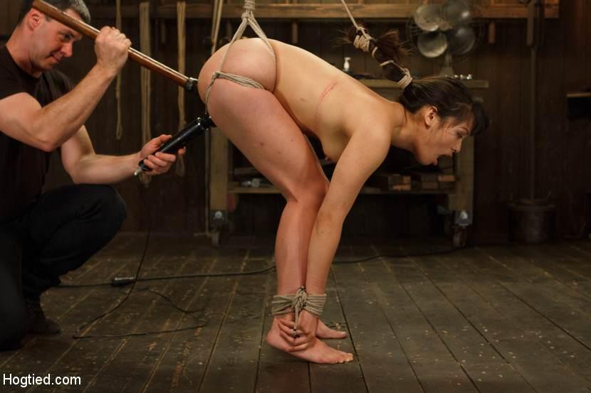 Порно подвесил за ноги