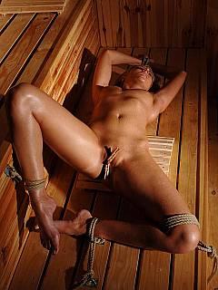 bondage latex sauna muschi
