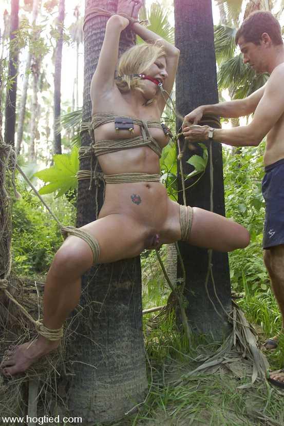Порно фото грубо жесть в лесу
