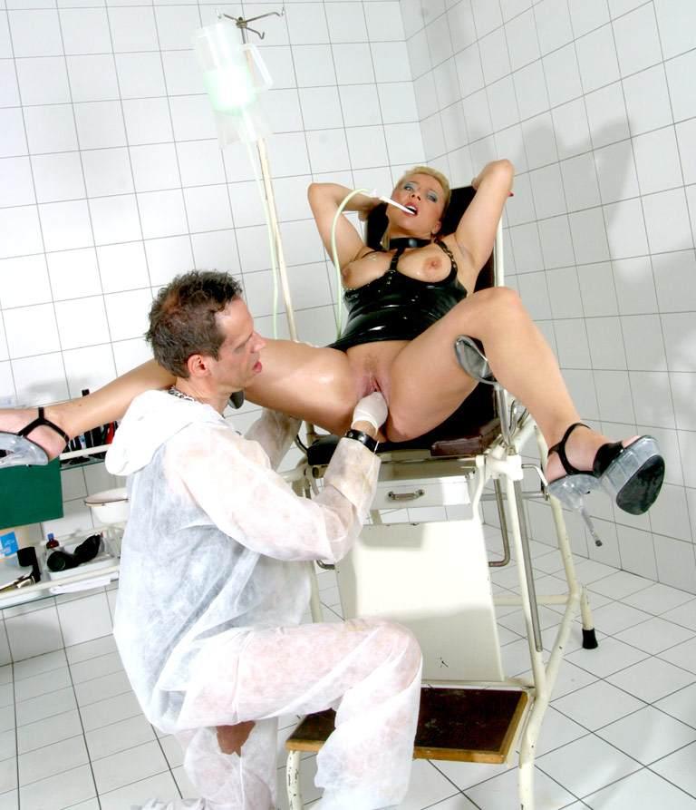 порно ролики клизма гинеколог
