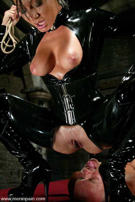 Порно латекс куни — photo 10