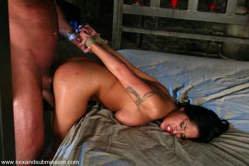 жесткий секс с наручниками фото