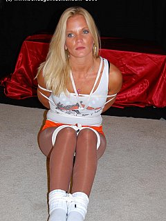 Amateur blond is always up for kinky rope-tying games especially if she is going to be wearing Hooters uniform