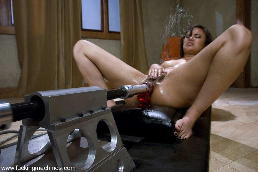 фото оргазм от сексмашины