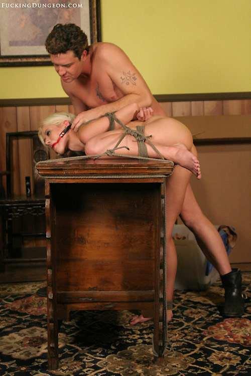 Доминирование женщины над женщиной порно фото 330-521