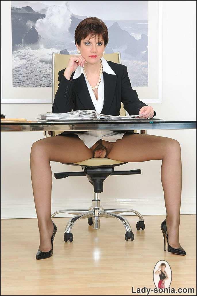 Фото голых деловых женщин