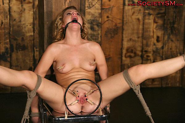 bdsm-pictures-torture-iron-maiden