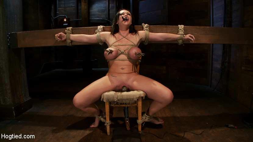 Фото и картинки бдсм распятых на кресте белладонной ситерией